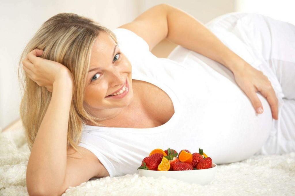Bà bầu dưỡng trắng da toàn thân bằng chế độ ăn uống lành mạnh