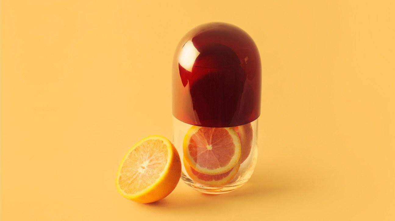 Không nên chỉ phụ thuộc vào cây nhọ nồi, chị em hãy chủ động bổ sung thật nhiều vitamin C khi gần đến mỗi kỳ kinh nguyệt