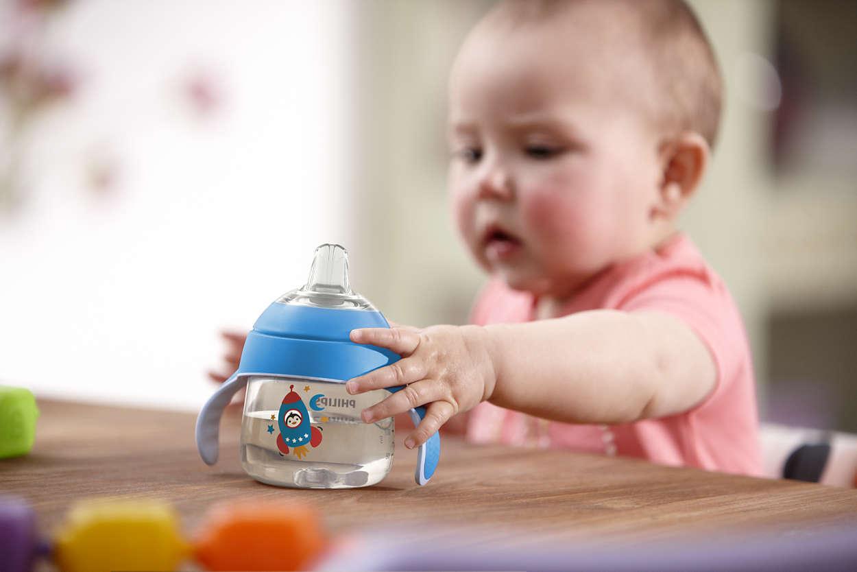 trẻ dưới 6 tháng uống nước
