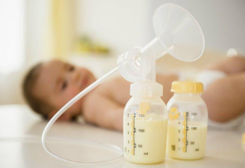 Sữa mẹ thừa chớ vội bỏ