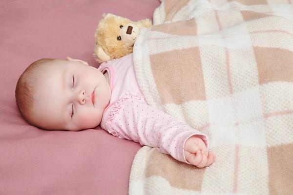 cho trẻ đi ngủ mùa Đông