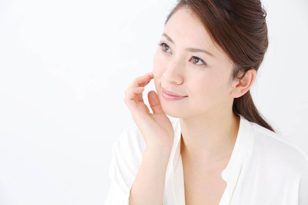 Dùng kem chống nắng hữu cơ cũng là một cách chăm sóc da mặt khi mang thai an toàn và hiệu quả.