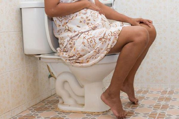 """Việc đi tiểu nhiều hơn so với bình thường có thể là """"điềm báo"""" bạn đang có thai rồi đấy"""