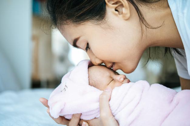 Phụ nữ đã từng nạo, hút thai cần sinh con sớm