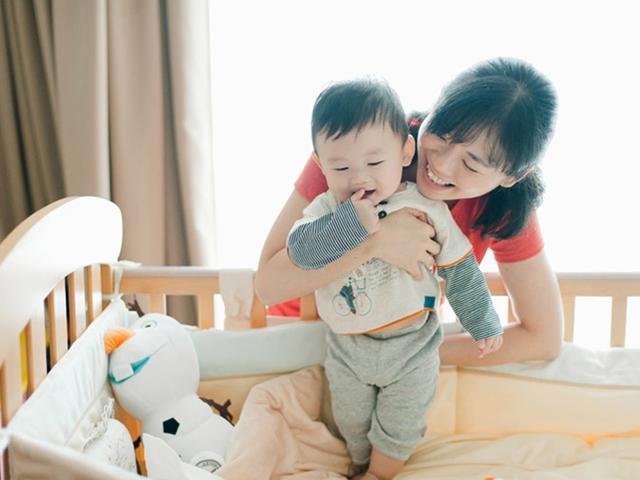 Những người phụ nữ thường dễ tiếp xúc với vi khuẩn, vi trùng nên có con càng sớm càng tốt.