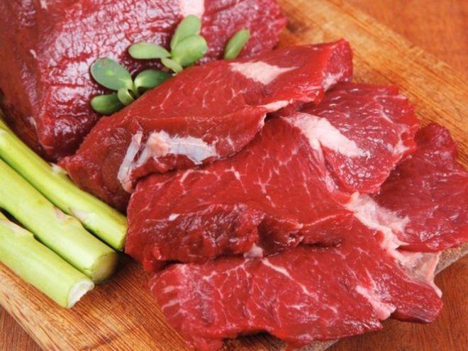 Thịt là nguồn bổ sung sắt, kẽm và nhiều vitamin cần thiết khi mang thai.