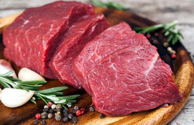 Trong thịt bò rất giàu protein và chất sắt giúp việc tiết và tạo sữa tốt hơn