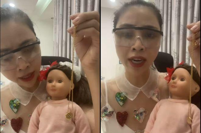 Bức xúc với clip xin vía học giỏi từ búp bê của youtuber Thơ Nguyễn