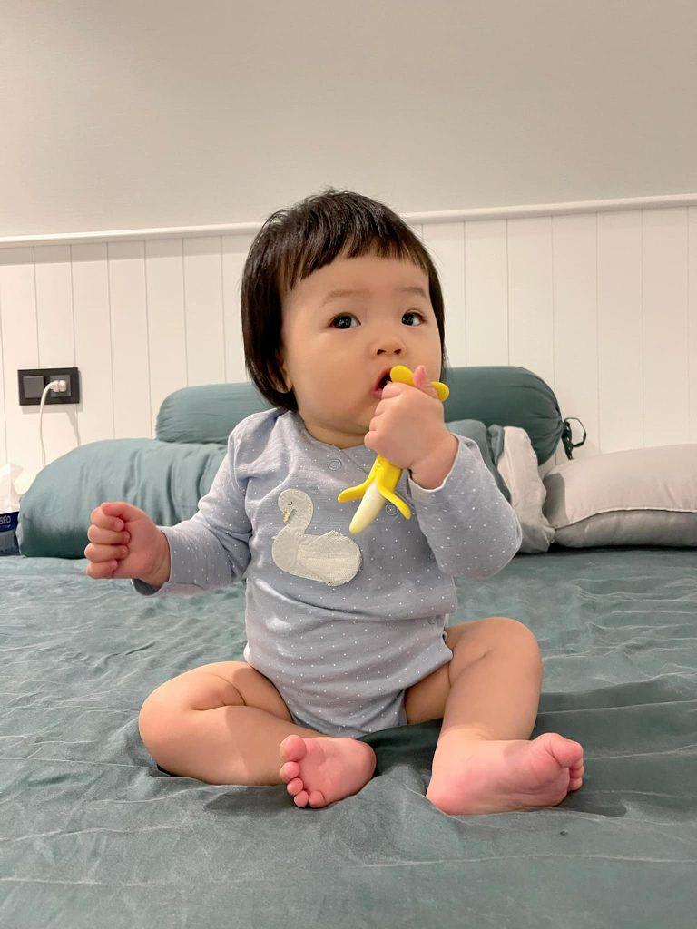 Giai đoạn bé mọc răng bé thường hay cắn ti mẹ nhất do ngứa lợi