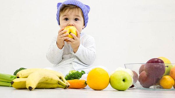 Cha mẹ nên cho bé ăn trái cây vào lúc nào? Lúc nào là thời điểm tốt nhất?