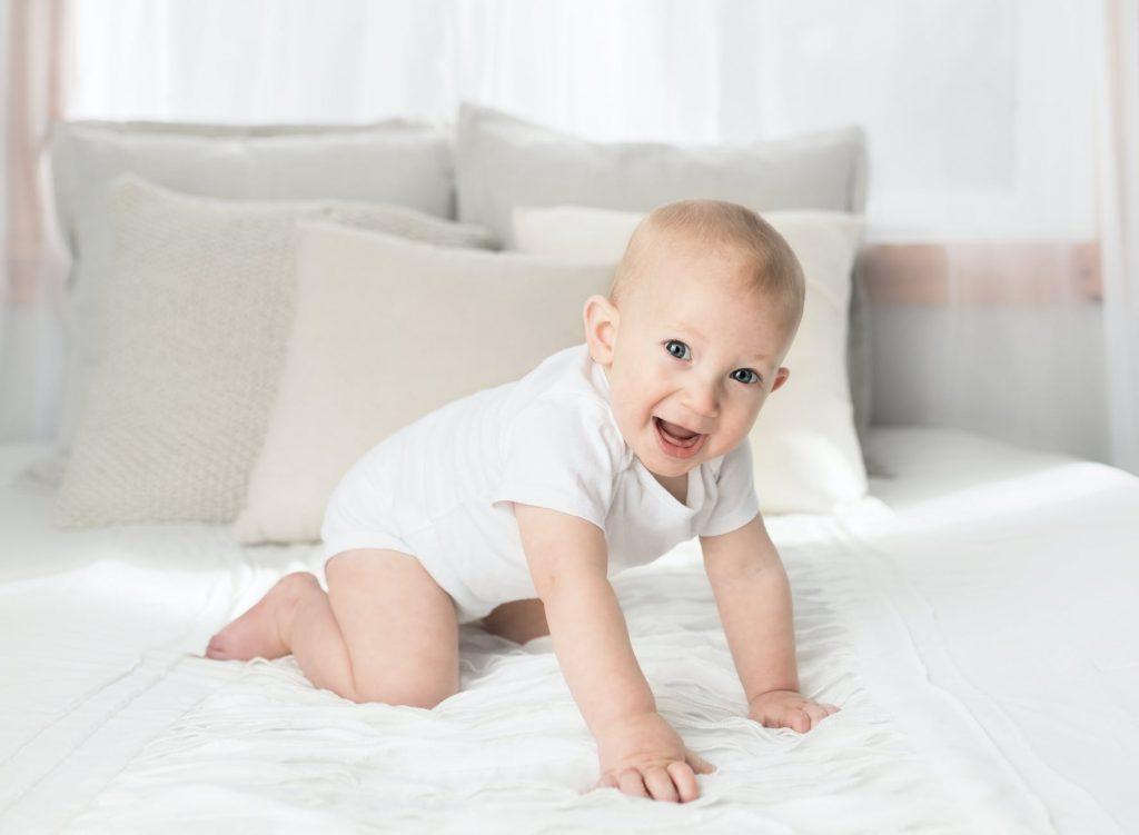 Thông thường bé sẽ biết bò khi được 6 đến 10 tháng tuổi