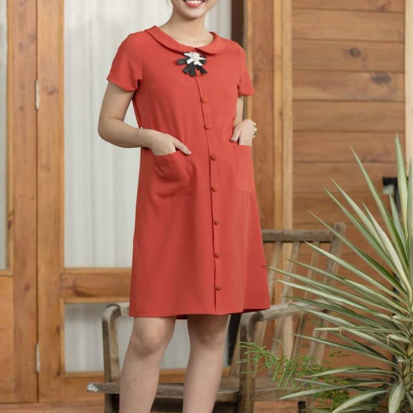 Mẹ bầu không nên chọn mẫu váy quá bó sát để tránh khó lưu thông máu.