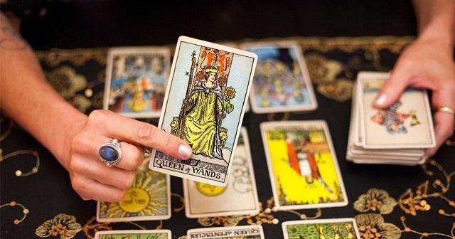 Tarot là gì? Nguồn gốc và những điều cơ bản về bói bài Tarot