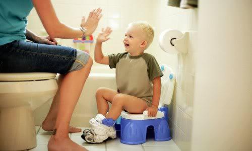 Cách dạy con tập ngồi bô vệ sinh hiệu quả