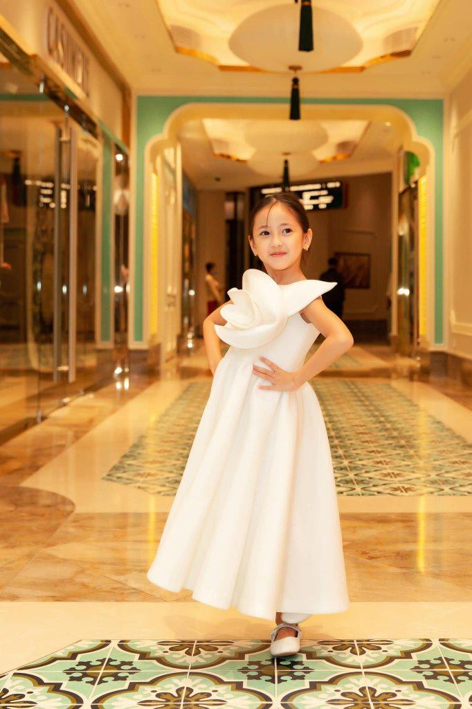 Viann được dự đoán sẽ tiếp bước mẹ trở thành hoa hậu trong tương lai