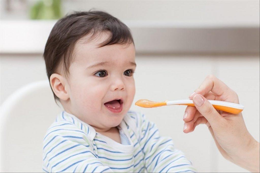 Cho bé ăn dặm đầy đủ chất dinh dưỡng là cách cai ti mẹ tốt nhất