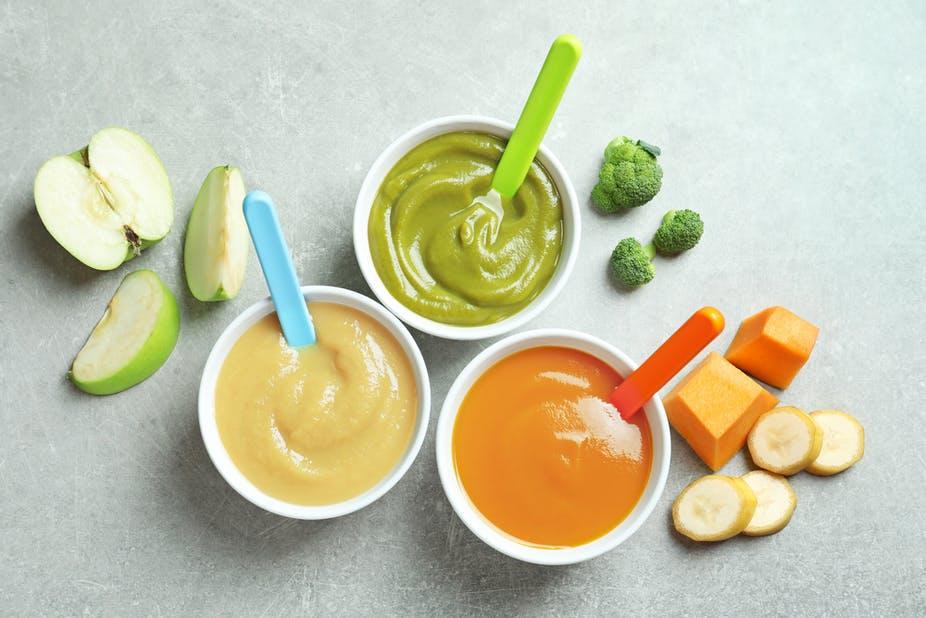 Hệ tiêu hóa của con vẫn còn yếu nên bố mẹ hãy lựa chọn cẩn thận phương pháp và thực phẩm ăn dặm nhé.