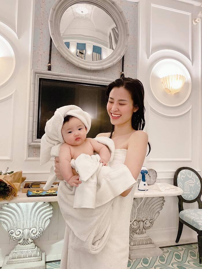 Khoảnh khắc đáng yêu của Winnie và mẹ khi ở Phú Quóc chính thức đạt 1 triệu lượt like