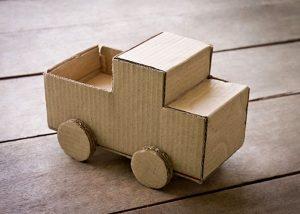 Cách tự làm đồ chơi phát triển tư duy cho bé từ vật dụng đơn giản