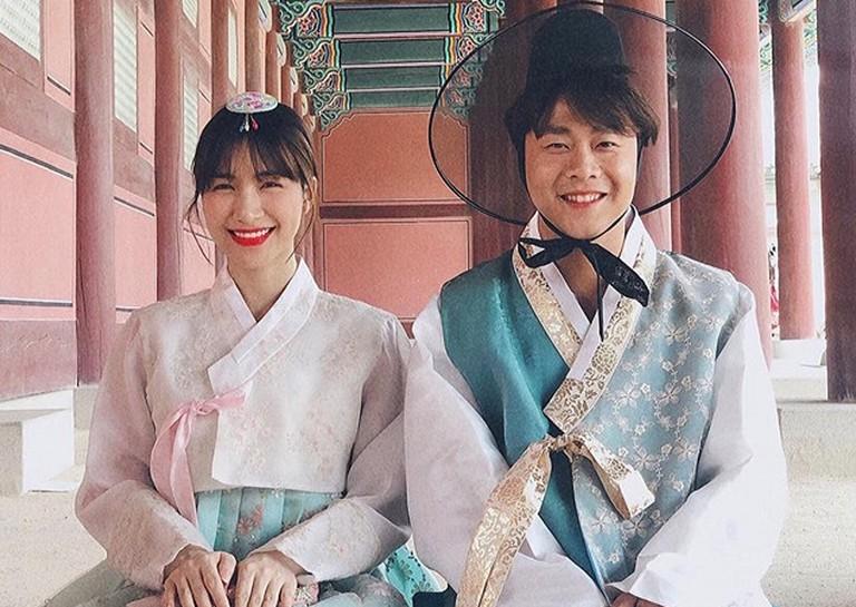 Hình ảnh Hòa Minzy hạnh phúc bên thiếu gia Minh Hải