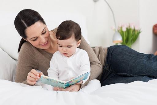 Lợi ích và phương pháp đọc truyện tranh song ngữ cho bé