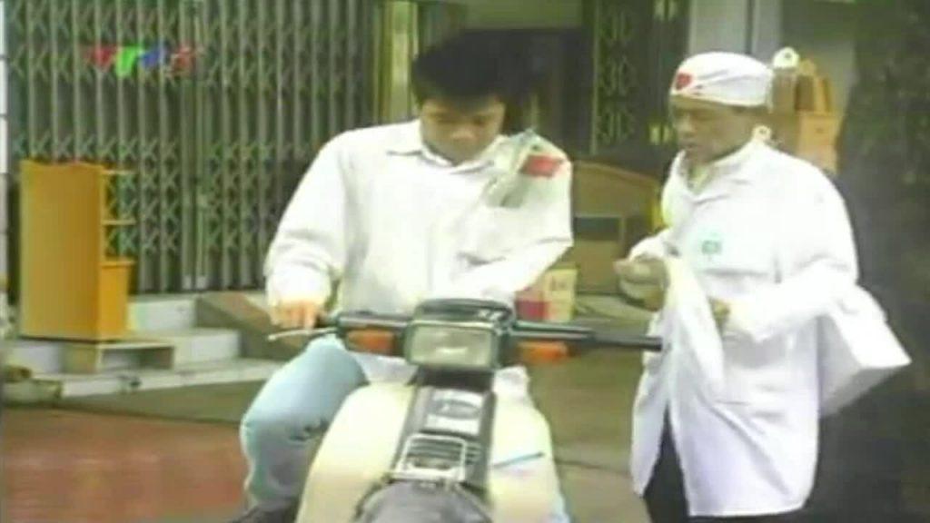 Nhà thơ Hoàng Nhuận Cầm vào vai bác sĩ Hoa Súng trong chương trình Gặp nhau cuối tuần