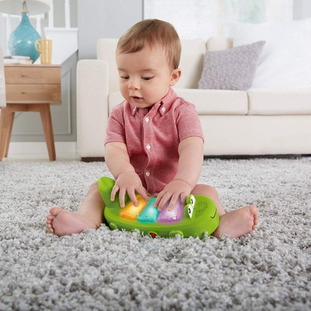 Bé sẽ thông minh hơn khi được vui chơi, vận động phù hợp lứa tuổi thay vì tập trung vào ti vi, điện thoại