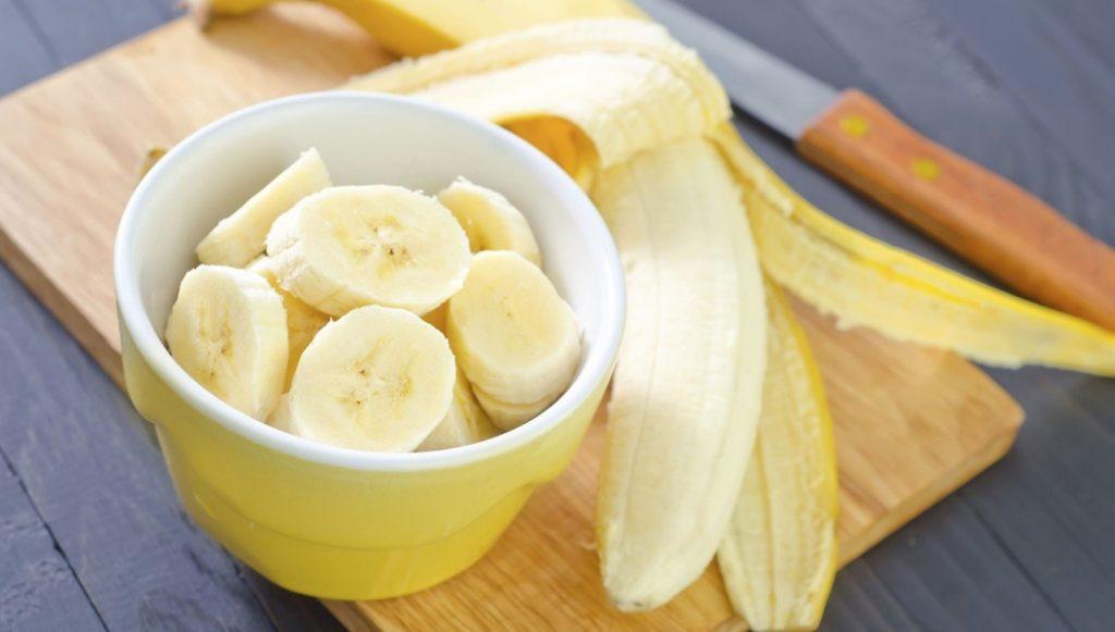 Trái cây có nhiều vitamin và khoáng chất rất phù hợp cho bé ăn dặm.