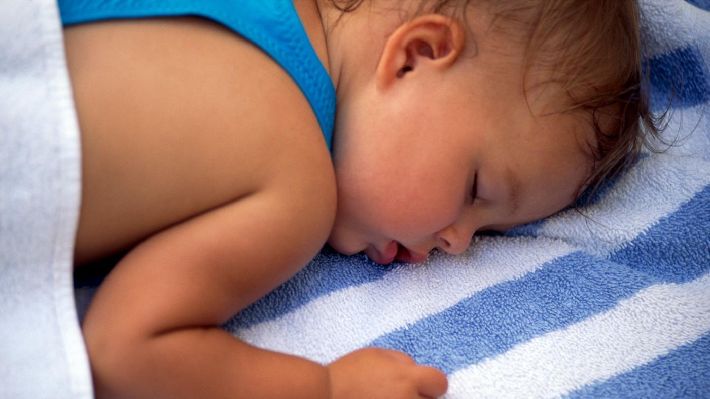 Trẻ đổ mồ hôi đầu: Nguyên nhân và cách điều trị hiệu quả?