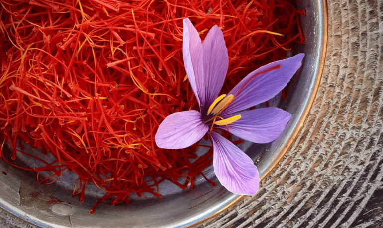 4 cách dùng saffon hiệu quả tốt cho sức khỏe và sắc đẹp chị em nên biết