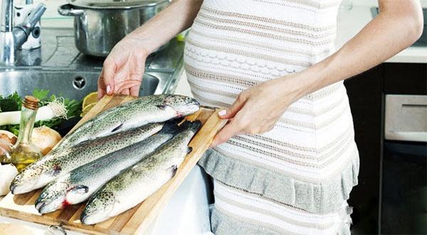 Bà bầu không nên ăn cá gì để tránh con kém phát triển tư duy