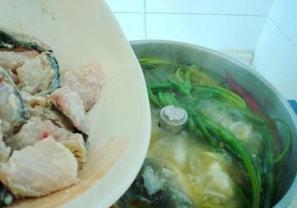 """""""Khắc tinh"""" của mùi tanh, cho một ít thứ này vào canh cá sẽ thơm và ngon hơn hình 4"""