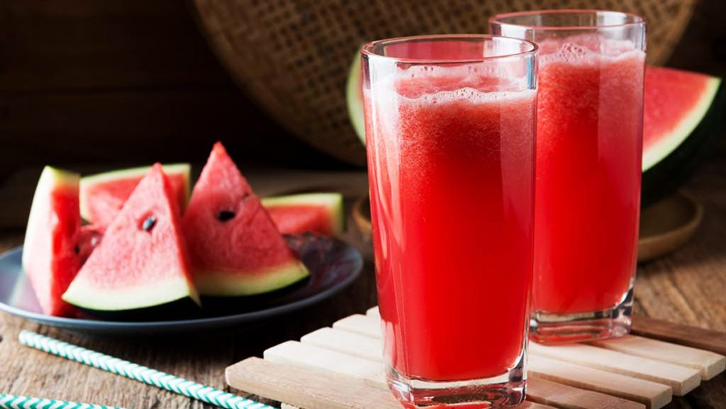 Bà bầu không nên uống nước ép trái cây mà nên ăn trái cây nguyên quả để cung cấp chất xơ