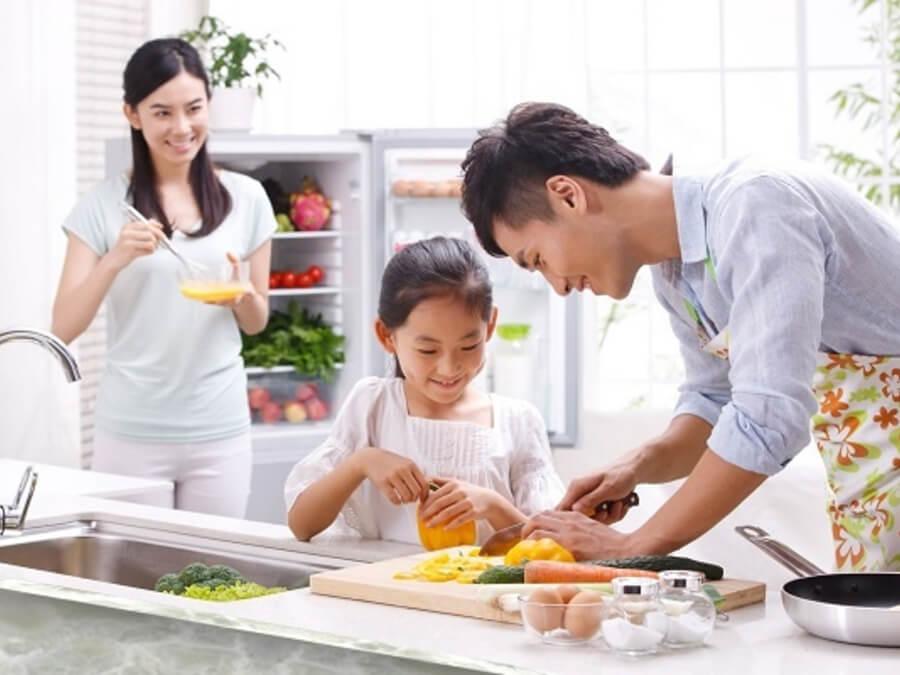 Độ tuổi nào thích hợp để ba mẹ dạy các bé làm việc nhà ?