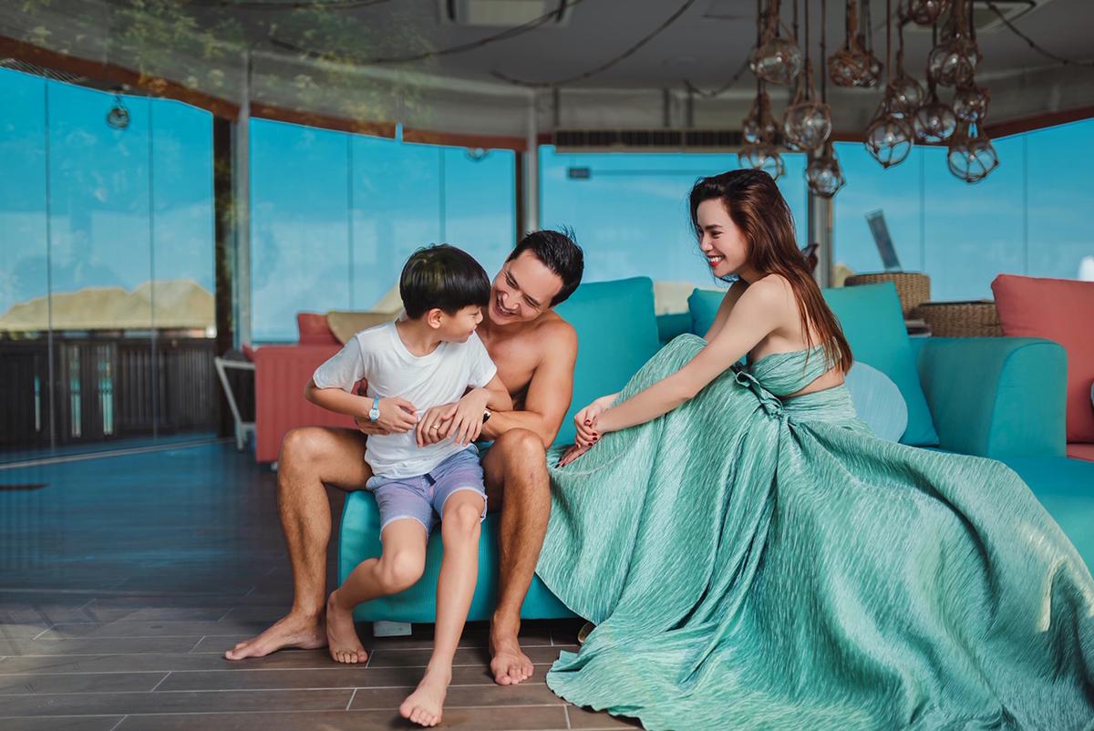 Hà Hồ nghỉ dưỡng cùng Kim Lý và con trai