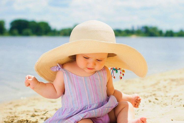 Làm thế nào để bảo vệ trẻ khỏi ánh nắng mặt trời gây hại