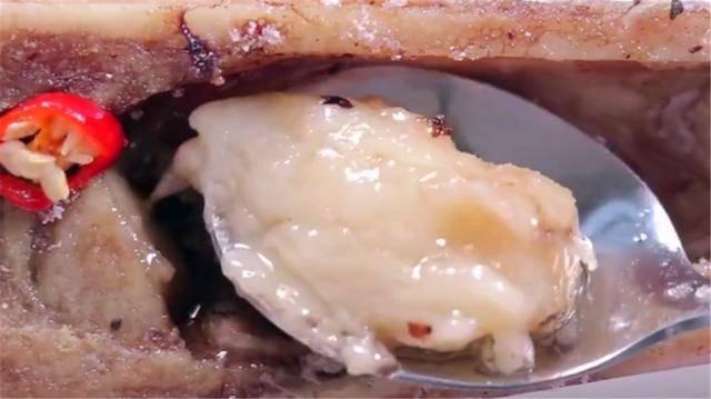Món ăn sang chảnh, độc lạ được làm từ khúc xương không có tí thịt hình 3