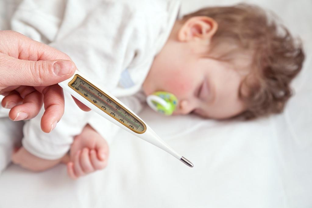 Cách phân biệt sốt mọc răng với sốt bệnh lý ở trẻ nhỏ