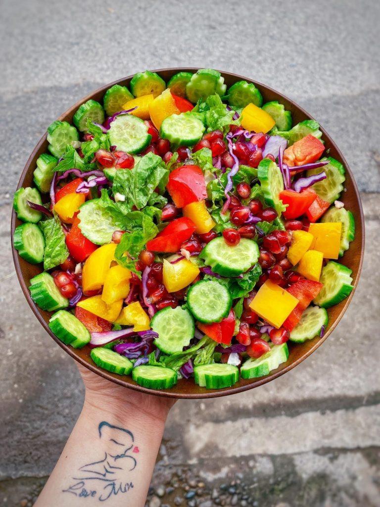 Những món salad rau củ giúp giữ dáng, giải nhiệt mùa hè cho chị em hình 1