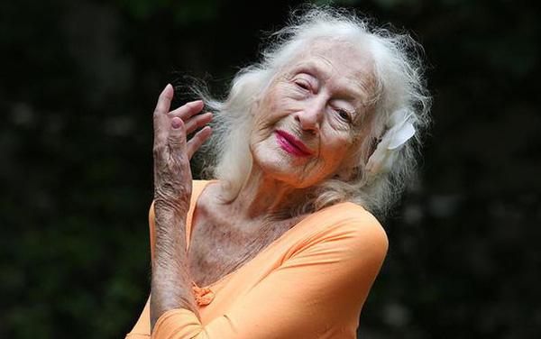 Bà cụ 106 tuổi ở Úc: Nói không với hôn nhân, 80 tuổi vẫn sẵn sàng yêu đương và hưởng thụ cuộc sống