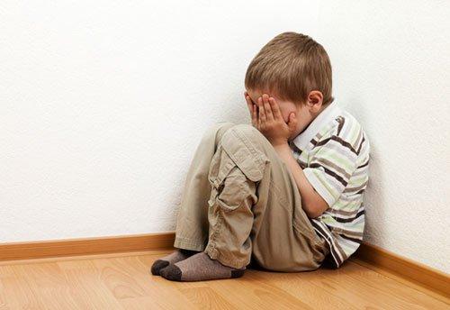 Biểu hiện trẻ bất an: Những điều cha mẹ cần biết và cách chăm sóc con