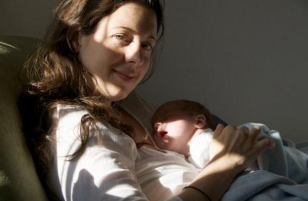 Các mẹo dân gian chữa vàng da cho trẻ sơ sinh tại nhà
