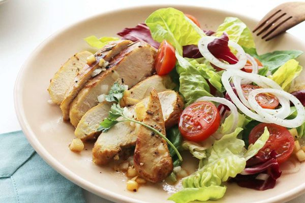 Công thức salad ức gà giúp giảm cân giữ dáng cho hội chị em
