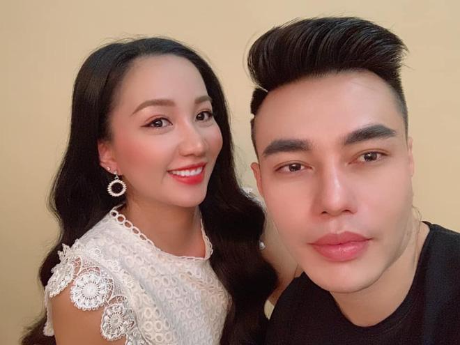 Dù mới bị đình chỉ vì bán hàng giả, vợ Lê Dương Bảo Lâm vẫn