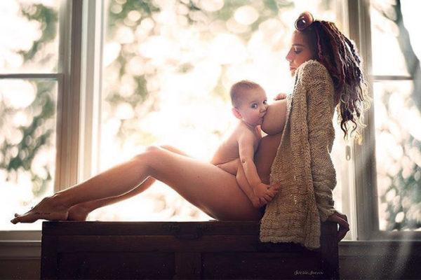 Top 5 viên uống lợi sữa giúp sữa mẹ về ướt áo, thơm ngon