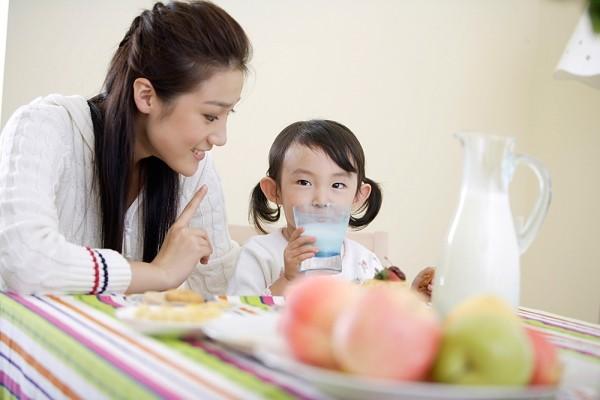 Trẻ chậm nói nên uống sữa gì, đây là lời khuyên từ chuyên gia dinh dưỡng