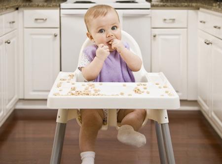 3 bước tập cho trẻ 12 tháng tuổi ăn cơm một cách dễ dàng