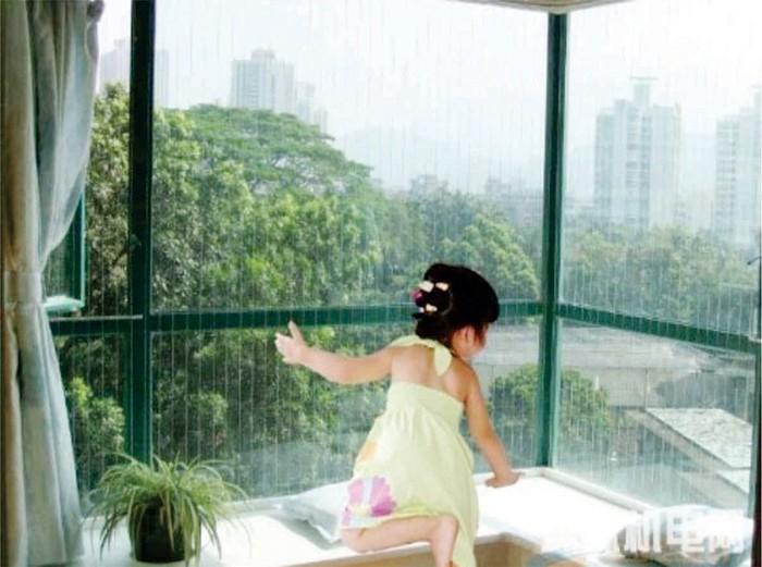An toàn cho trẻ ở chung cư: Đừng vì 1 phút chủ quan mà ôm hận cả đời