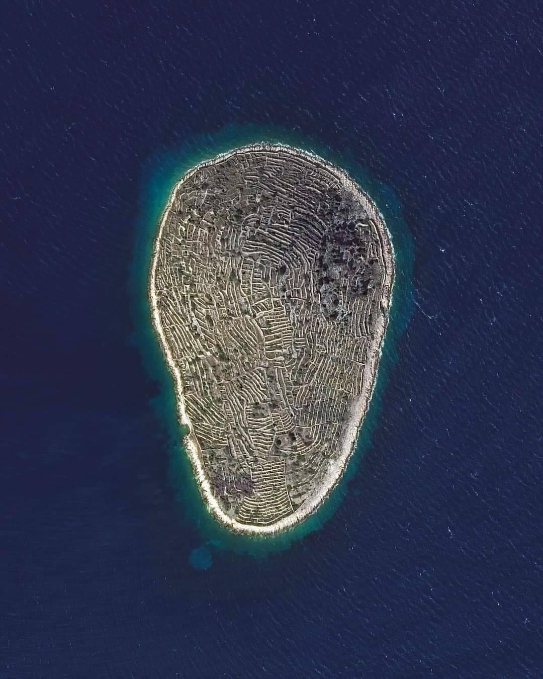 Đảo Baljenac: Dấu vân tay khổng lồ giữa đại dương
