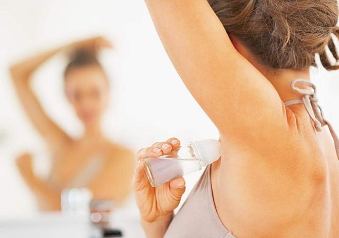 Bạn đã biết sử dụng lăn khử mùi đúng cách chưa?